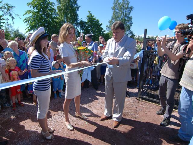 Мэр В. Масляков и Н. Водянова на открытии  комплекса Каравелла.